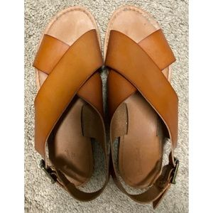 Tan Universal Thread Sandals